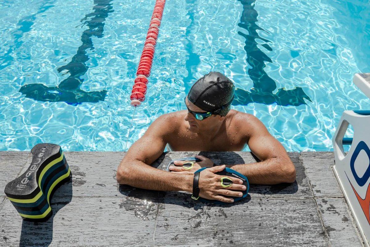 как одевать шапочку для плавания